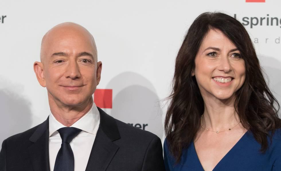 Jeff Bezos y Mackenzie Bezos, en abril de 2018 en Alemania.