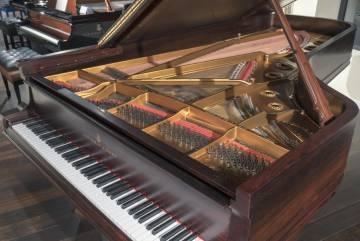 Piano de cola Steinway & Sons.