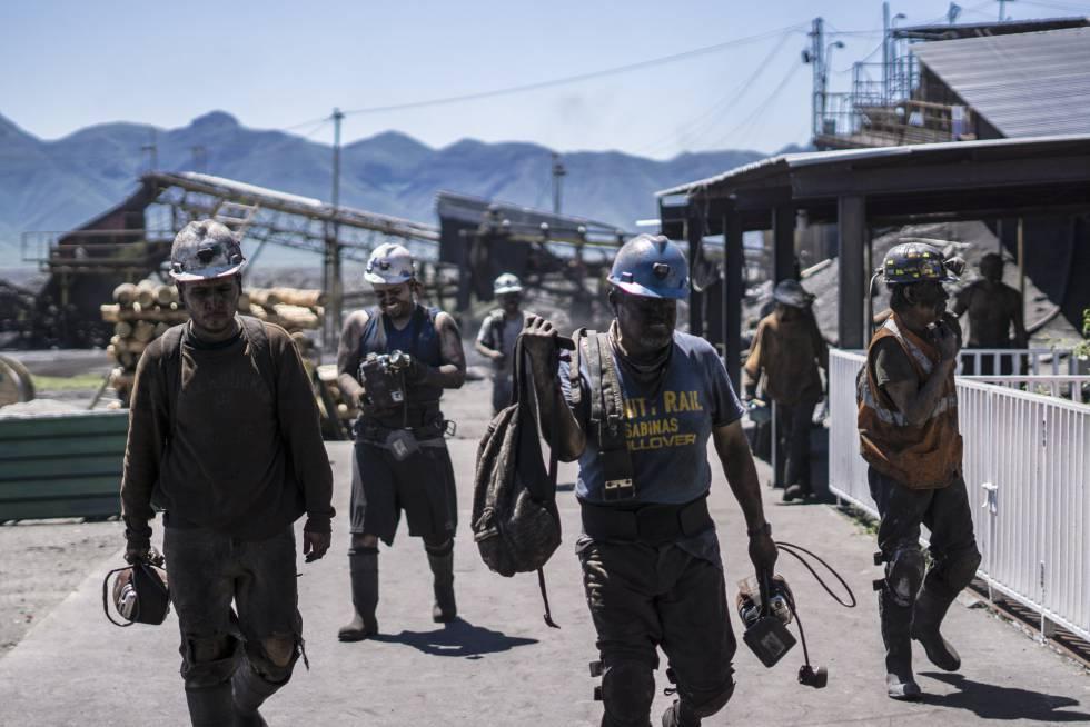 FOTOGALERÍA | Mineros acaban su turno laboral en la mina Santa Bárbara, en San José del Aura