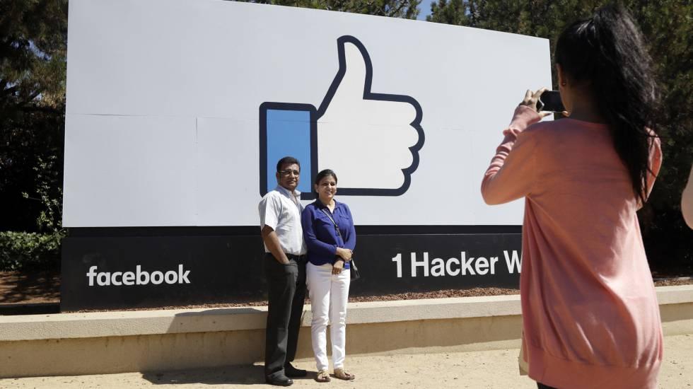 Visitantes en la sede de Facebook en Menlo Park, California