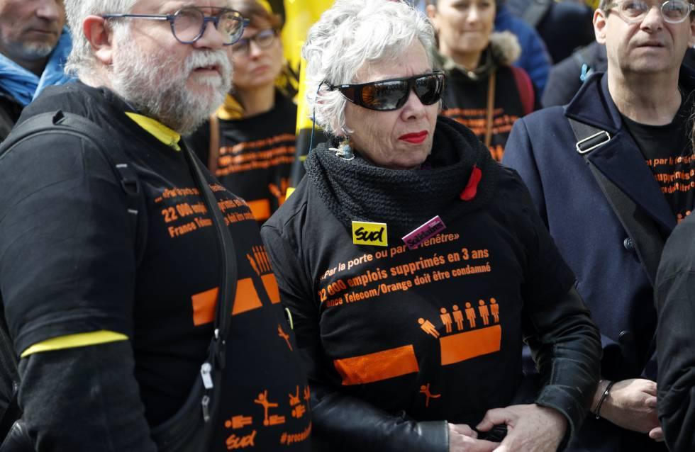 Concentración de miembros sindicales franceses, afuera de una corte criminal en París, el pasado lunes.