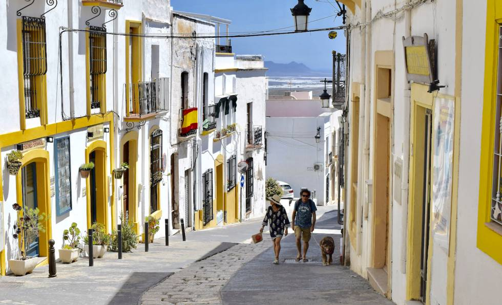 Níjar, la ciudad con menos renta de España: tomates bajo el plástico y  trenes que se desvían | Economía | EL PAÍS