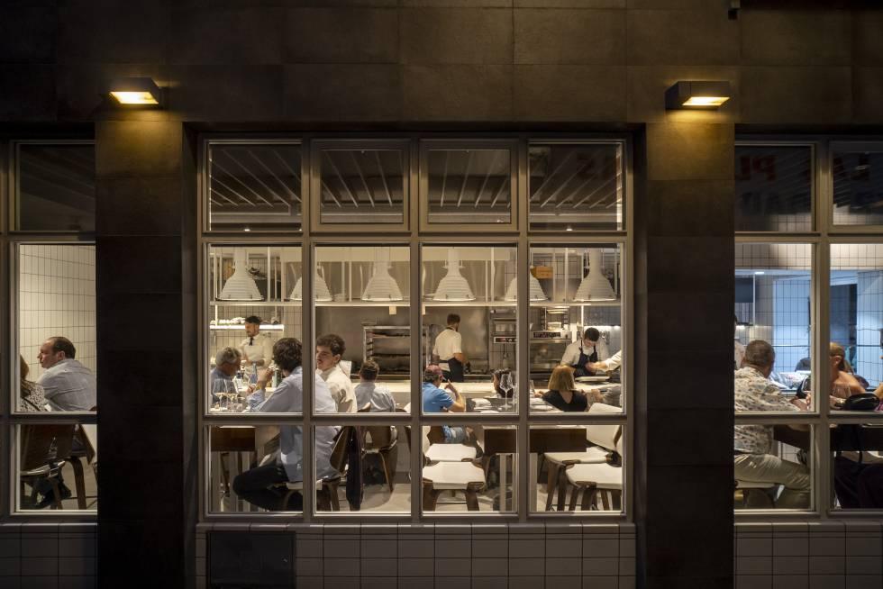 39413f98dbf Restaurante Cañabota en la zona de las Setas de la Encarnación, en  Sevilla.rn