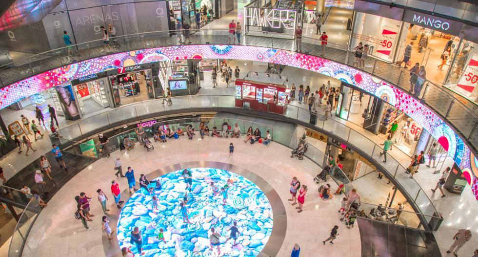 Interior del centro comercial Arenas de Barcelona, cuya digitalización ha realizado Trison.