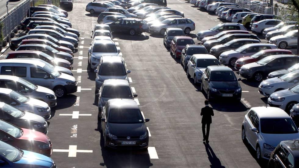 La venta de automóviles anticipa un año negro tras caer un 31% en agosto