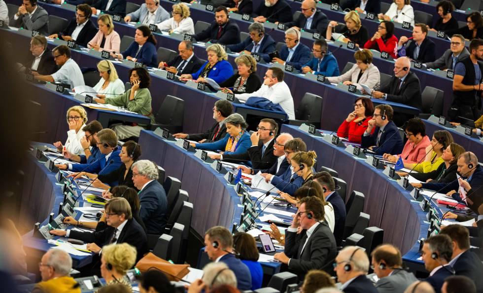 I deputati al quartier generale del Parlamento europeo a Strasburgo, questa settimana.