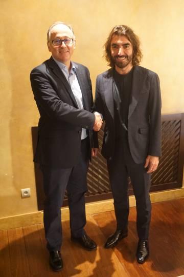 El presidente de Iberia, Luis Gallego, a la izquierda, junto al consejero delegado de Globalia, Javier Hidalgo, en una imagen facilitada por las compañías.