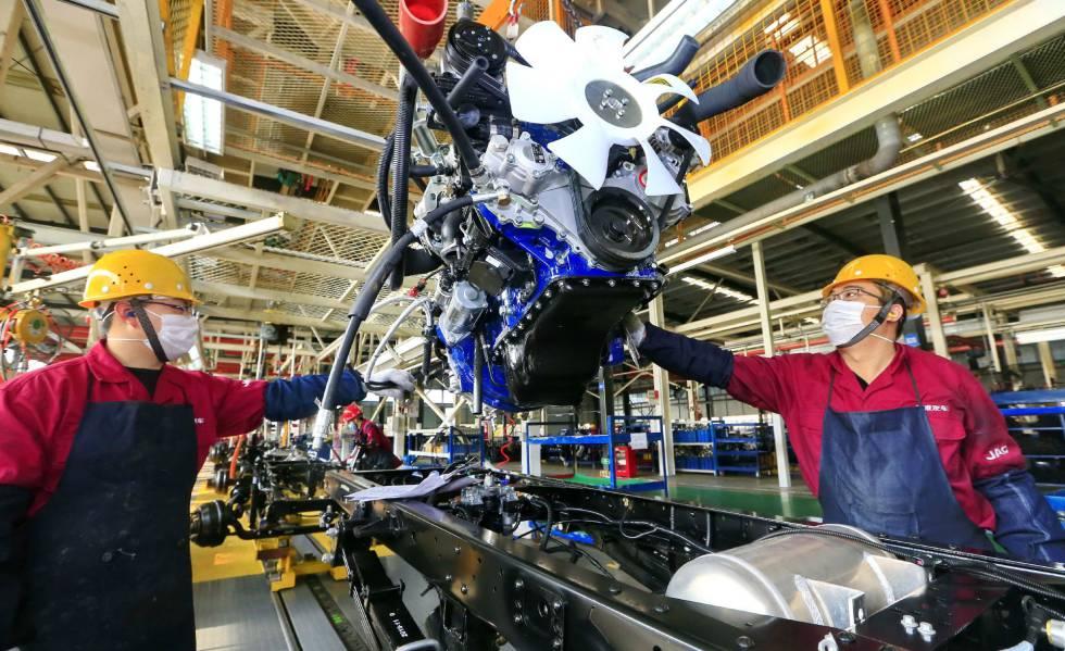 El coronavirus se traslada de las Bolsas a las fábricas | Economía ...