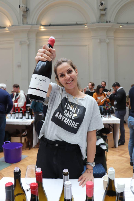Verónica Ortega, con su vino emblema, Kinki