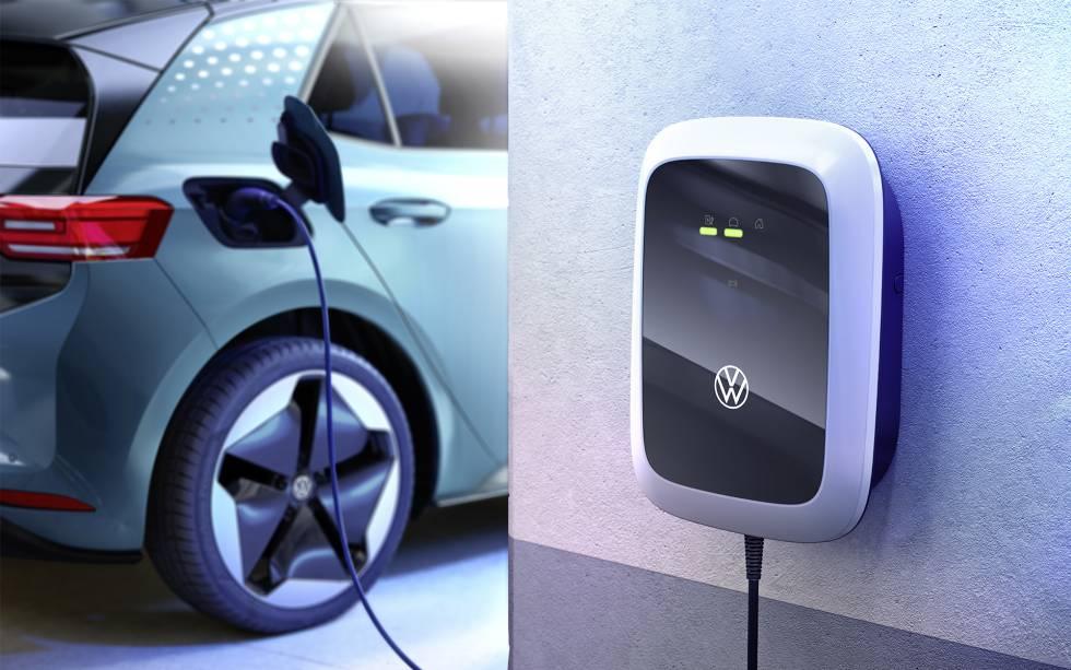Wallbox de VW. Los fabricantes de automóviles ofrecen postes de carga para las plazas de garaje particulares desde unos 400 euros.