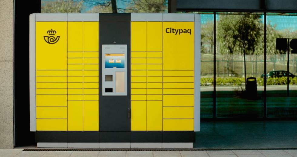 Terminal de taquillas de paquetería de la empresa Correos. Este servicio, Citypaq, además de permitir a los clientes la recogida de paquetes, ofrece la posibilidad de enviarlos y hacer devoluciones.
