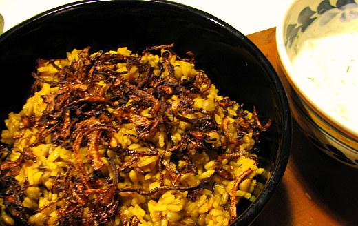 Arroz con lentejas, comino y cebolla frita ('mejadara')