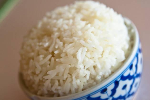 como hacer arroz hervido sin aceite