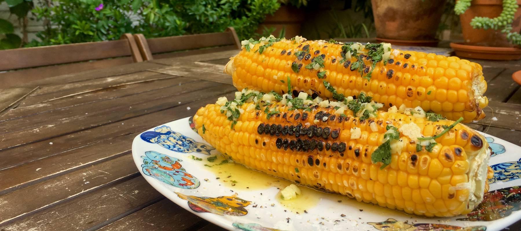 Mazorcas con mantequilla aromatizada