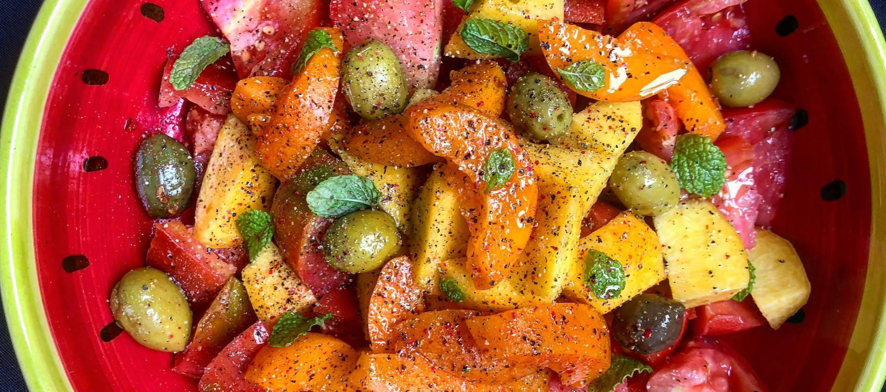 Ensalada de tomate, albaricoque y melocotón