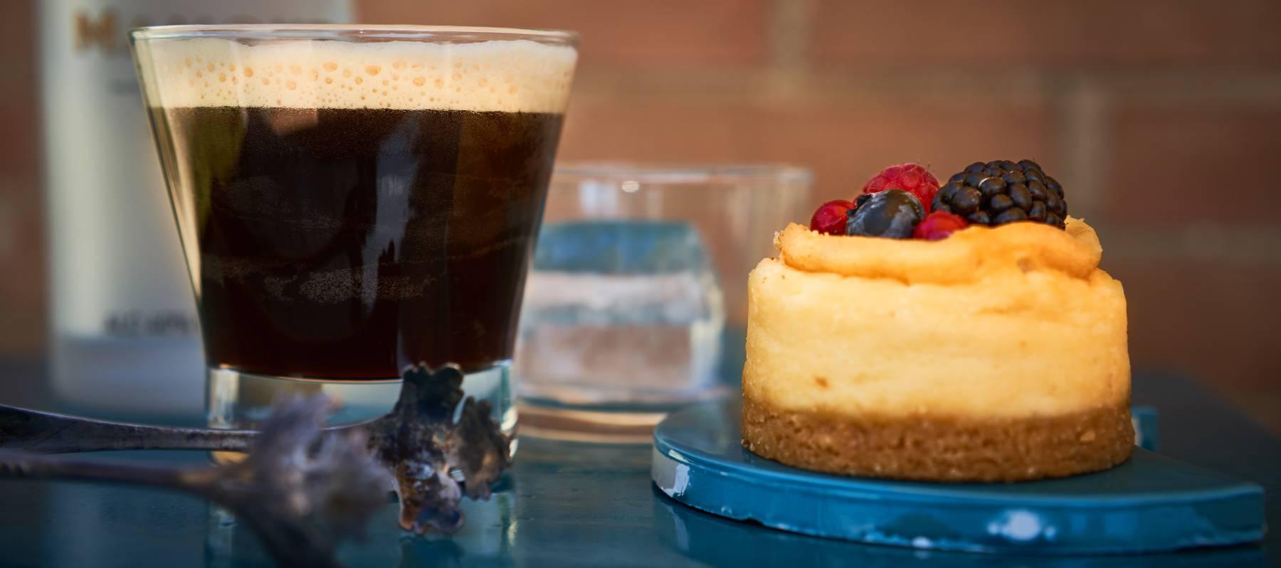 Ocho maneras frescas de tomar café y té en verano