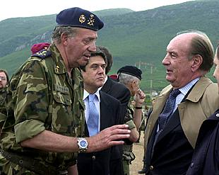 El Rey preside en la localidad kosovar de Istok el Día de las Fuerzas Armadas