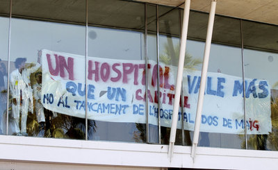 A protest at Barcelona's Hospital del Mar against the planned loss of 194 jobs there.
