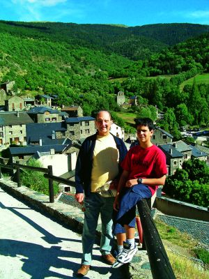 Sánchez-Albornoz and his grandson in the Pyrenees.
