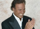 """Untraceable"" Julio Iglesias to perform next to Valencia court that seeks him"