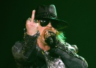 Roban a Axl Rose tres collares de oro y diamantes