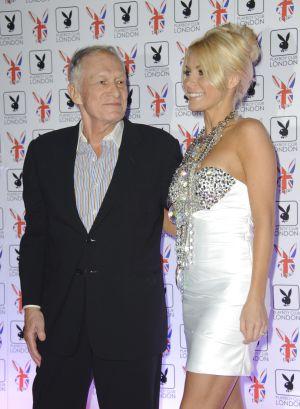 Hugh Hefner y su nueva esposa.