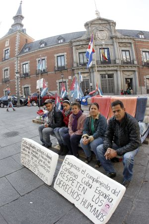 A group of Cuban refugees have been camped outside the Foreign Ministry for over a year.