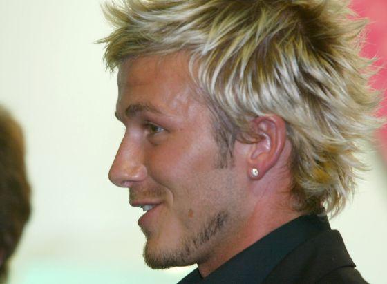 David Beckham, antes de renunciar a sus brillantes (y molestas) mechas.
