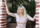 Courtney Love, aos 50 anos, resiste