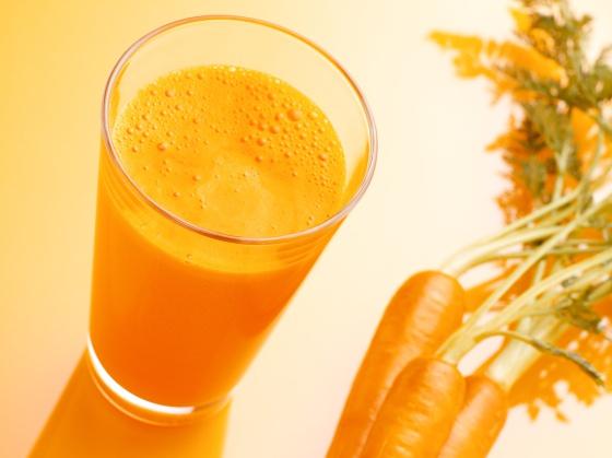 Beneficios La Zanahoria : Foto de zanahorias la zanahoria es la raíz de la planta de la zanahoría (daucus carota) las zanahorias son raíces gruesas alargadas, enterradas bajo tierra de color naranja intenso.