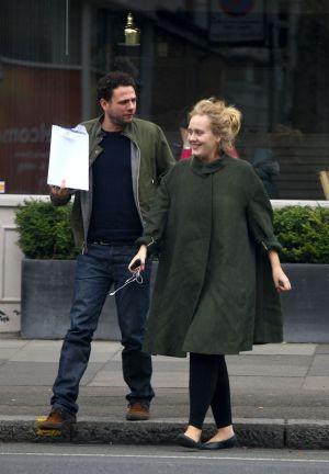 Adele y su marido, Simon Konecki.