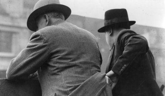 Los carteristas aprovechan cualquier despiste para robarnos en nuestra propia cara (o también por la espalda)