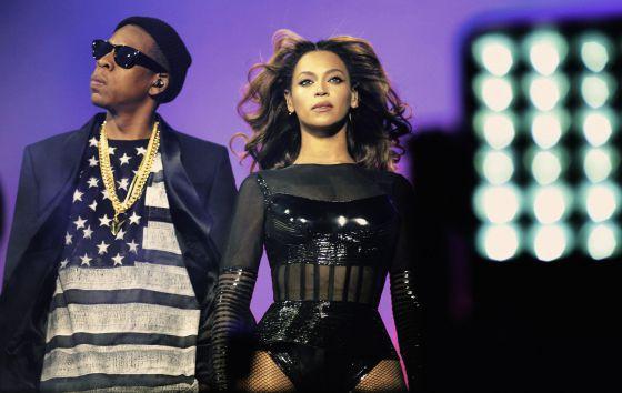 Beyonce e Jay-Z, durante il concerto finale del loro tour congiunto a Parigi.