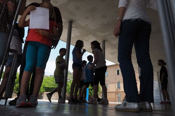 Students at Cor de Maria school in Olot (Girona), where the stricken child is enrolled.