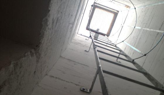 Escaleras de acceso y salida al búnker.