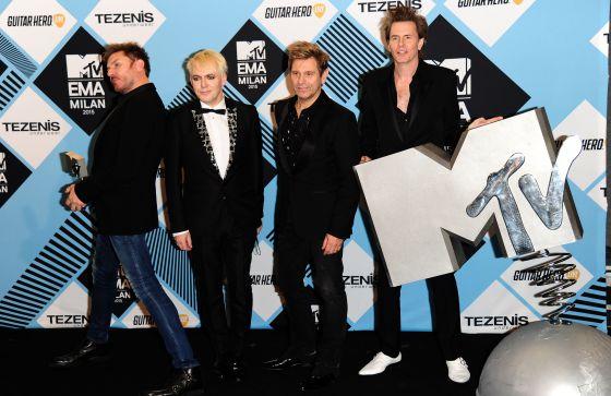El grupo Duran Duran, posando con el premio MTV EMA el pasado 25 de octubre en Milán.