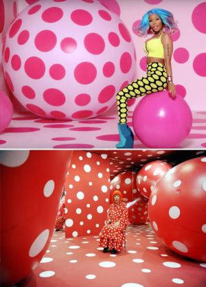 Imagen del vídeo 'The Boys' de Nicki Minaj. Yayoi Kusama en su instalación 'Dots Obsession', 2009.