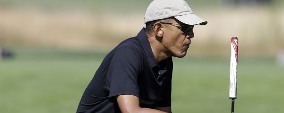 Barack Obama en el club de golf Vineyard en la isla de Martha' s Vineyard (EE UU).