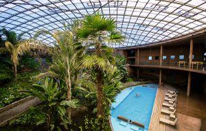 La residencia para el personal del Observatorio fue usada como escenario para la película de James Bond Quantum of Solace. En mitad de un territorio hostil y despoblado se encuentra este jardín tropical con piscina incluida