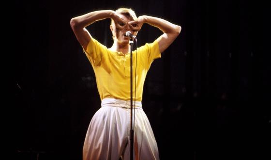 En 1978, durante la gira ' LowHeroes', con esos pantalones 'oversize' que puso de moda.