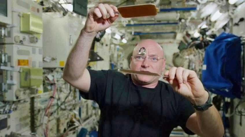 Una partida de pimpón en el espacio