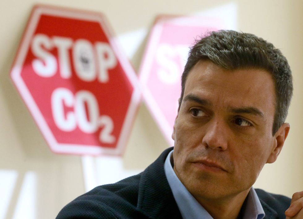 Socialist leader Pedro Sánchez is trying to build an alternative coalition that will leave out the PP.