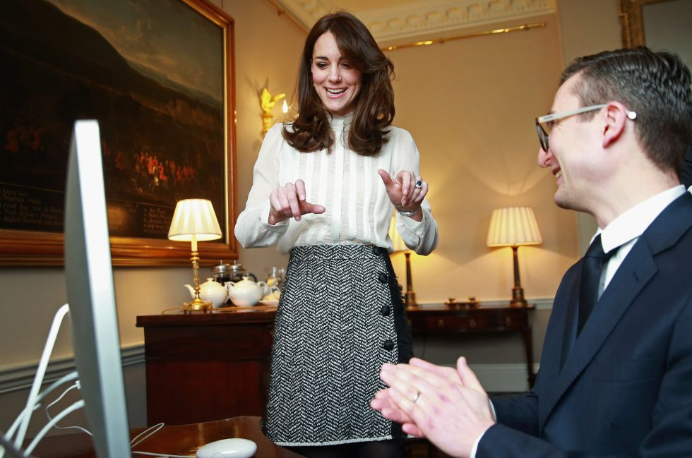Kate Middleton con James Martin, director de 'The Huffington Post' en Reino Unido.