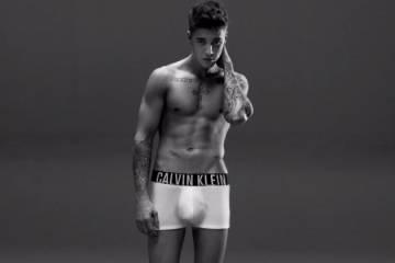 Justin Bieber con unos boxer cortos en una campaña para Calvin Klein Underwear.