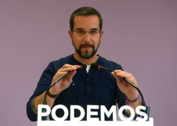 Podemos dismisses top party official in effort to avoid internal rebellion