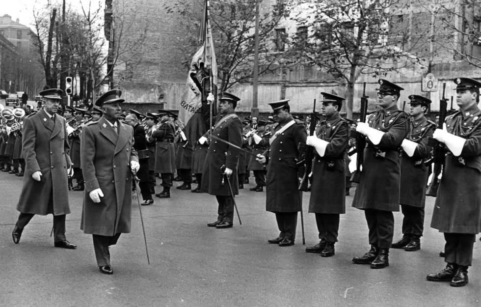 Franco pasa revista a las tropas en Madrid.