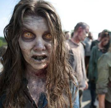 Infectados en una escena de 'The Walking Dead'
