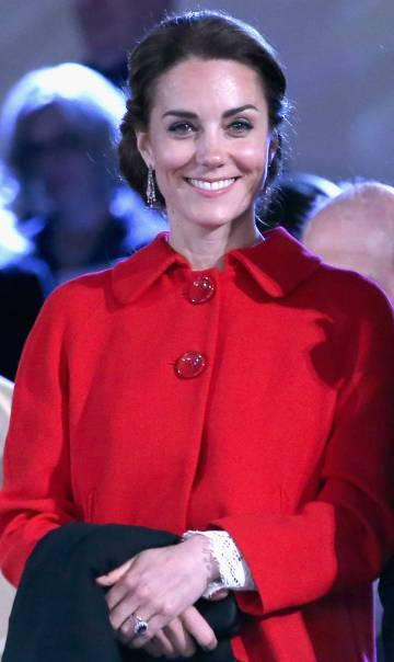 6878fefb7 Kate Middleton usa un abrigo de Zara y este se agota en 48 horas ...