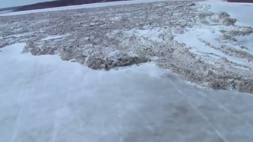 Na imagem, o avanço rápido de uma geleira em Saskatchewan (Canadá).