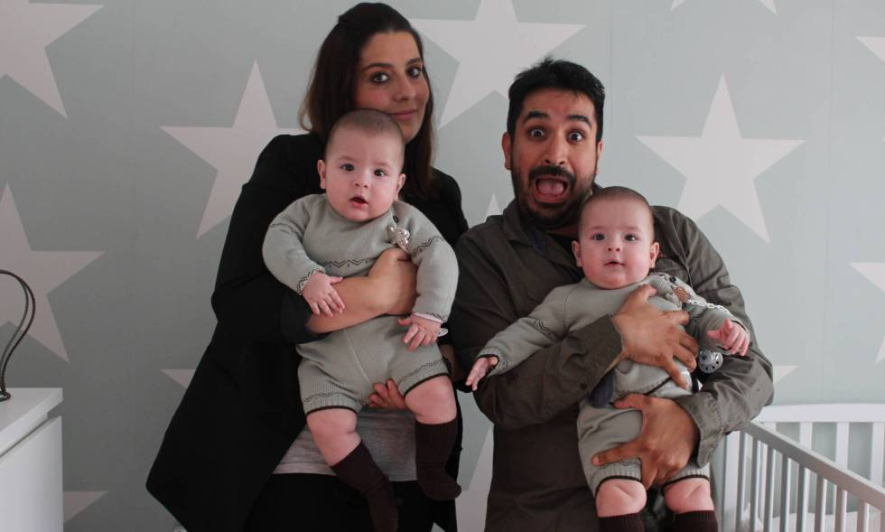 Raquel Lubians and Antón Cruces, with twins Antón and Tomás.